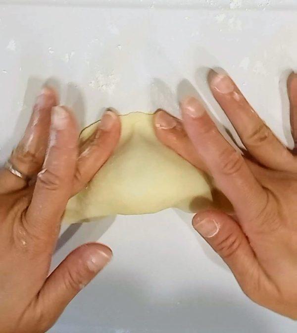 田芋包む5